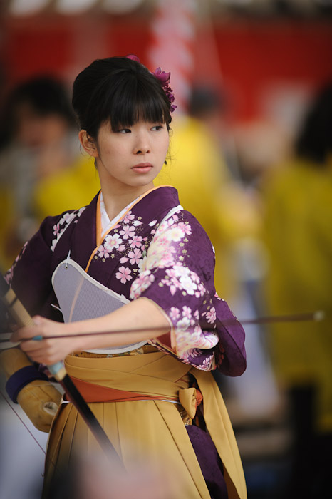 a female Japanese archer prepares to shoot at the rite-of-passage Tooshiya archery event at the Sanjusangedo Temple in Kyoto, Japan, January 2012 (三十三間堂の通し矢)