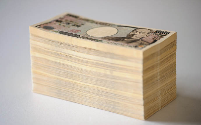 desktop background image of a stack of 7,000,000 Japanese yen (in 2012, about US $91,000)  --  Copyright 2012 Jeffrey Friedl, http://regex.info/blog/