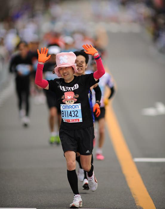 Too Tired -- Kyoto City Marathon (京都マラソン) -- Kyoto, Japan -- Copyright 2012 Jeffrey Friedl, http://regex.info/blog/