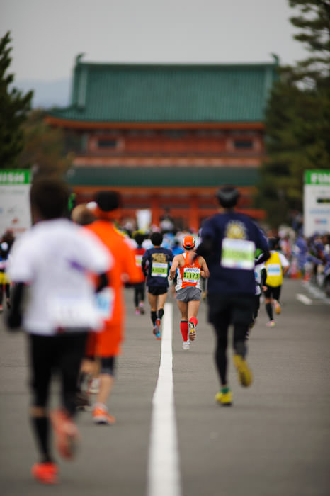Final Stretch -- Kyoto City Marathon (京都マラソン) -- Kyoto, Japan -- Copyright 2012 Jeffrey Friedl, http://regex.info/blog/