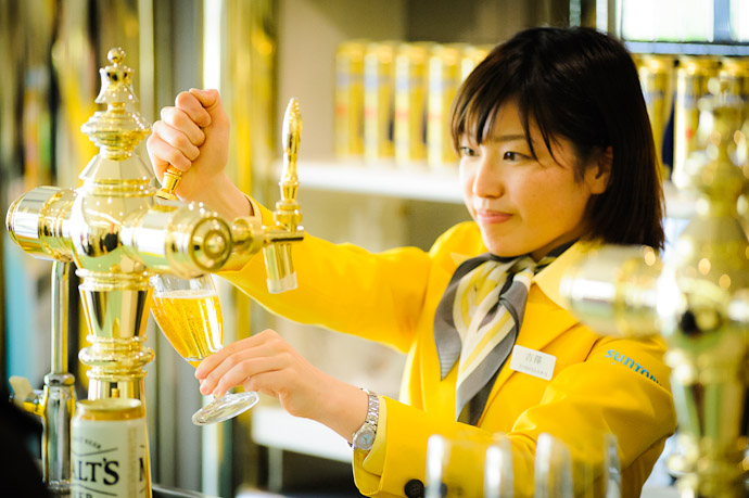 Master of the Tap  --  Suntory Beer Kyoto Brewery  --  Nagaokakyo, Kyoto, Japan  --  Copyright 2012 Jeffrey Friedl, http://regex.info/blog/