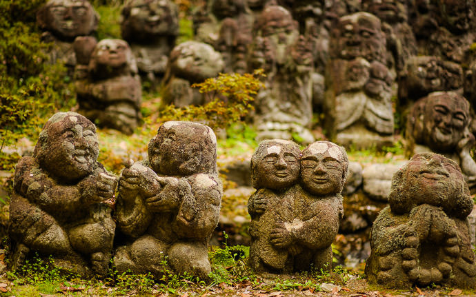 desktop background image of moss-covered statues at the delightful Otaginenbutsuji Temple (愛宕念仏寺) in Kyoto Japan -- Friendship, Love, and Hope -- Otaginenbutsuji Temple (愛宕念仏寺) -- Copyright 2012 Jeffrey Friedl, http://regex.info/blog/ -- This photo is licensed to the public under the Creative Commons Attribution-NonCommercial 4.0 International License http://creativecommons.org/licenses/by-nc/4.0/ (non-commercial use is freely allowed if proper attribution is given, including a link back to this page on http://regex.info/ when used online)