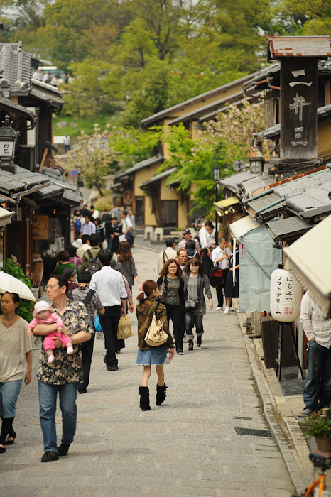 Touristy but quite pleasant when not crowded  --  Kyoto, Japan  --  Copyright 2012 Jeffrey Friedl, http://regex.info/blog/