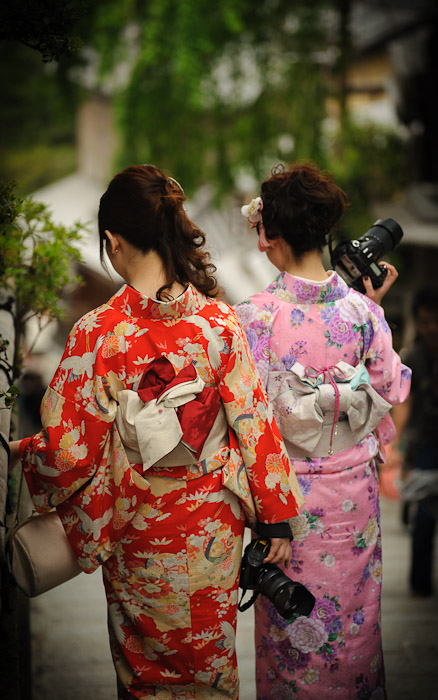 desktop background image of young ladies in traditional Japanese kimono holding Nikon SLRs  --  Just Because girls in kimono with nice cameras  --  Kyoto, Japan  --  Copyright 2012 Jeffrey Friedl, http://regex.info/blog/