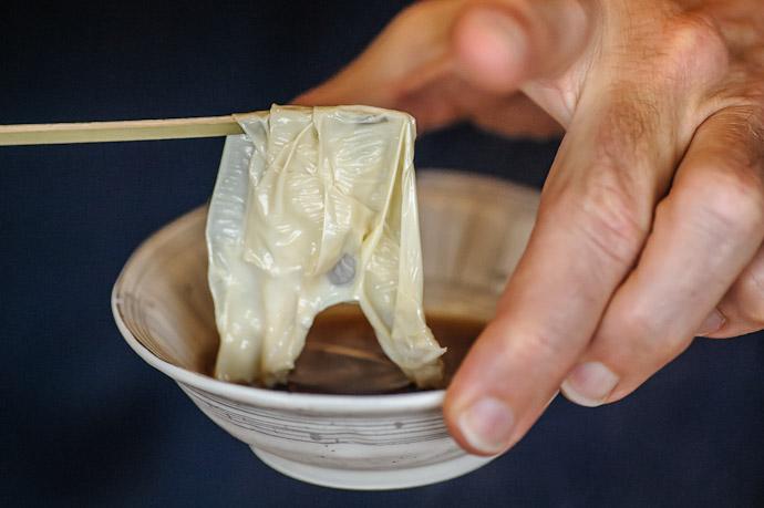 Dip in a Light Sauce  --  Kyoto, Japan  --  Copyright 2012 Jeffrey Friedl, http://regex.info/blog/
