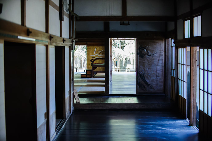 First Look Inside the public entrance to the building complex  --  Joushoukou-ji Temple (常照皇寺)  --  Kyoto, Japan  --  Copyright 2012 Jeffrey Friedl, http://regex.info/blog/