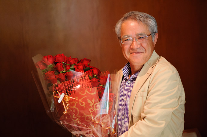 Hamming it up when asked to hold the roses  --  Kyoto, Japan  --  Copyright 2012 Jeffrey Friedl, http://regex.info/blog/