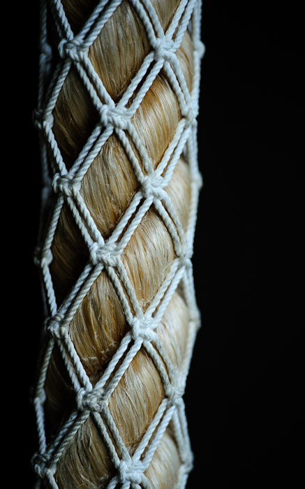 desktop background image of a rope woven within a rope, at the Koumyou-in Temple, Kyoto Japan (光明院)  --  Yo Dawg I heard you like ropes  --  Koumyou-in Temple (光明院)  --  Copyright 2012 Jeffrey Friedl, http://regex.info/blog/