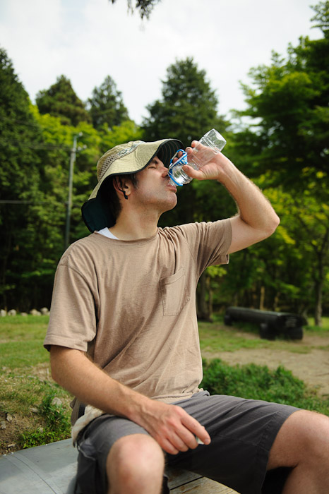 Chugging My Last Water photo by Stéphane Barbery  --  Kyoto, Japan  --  Copyright 2012 Stéphane Barbery, http://regex.info/blog/