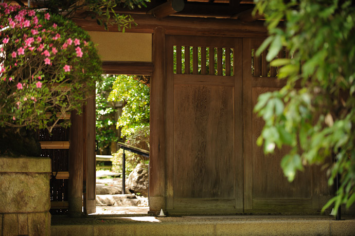 Restaurant Entrance  --  Kyoto, Japan  --  Copyright 2012 Jeffrey Friedl, http://regex.info/blog/