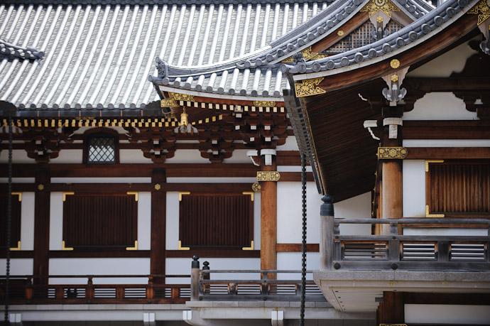 Simple Veranda  --  Kyoto, Japan  --  Copyright 2012 Jeffrey Friedl, http://regex.info/blog/