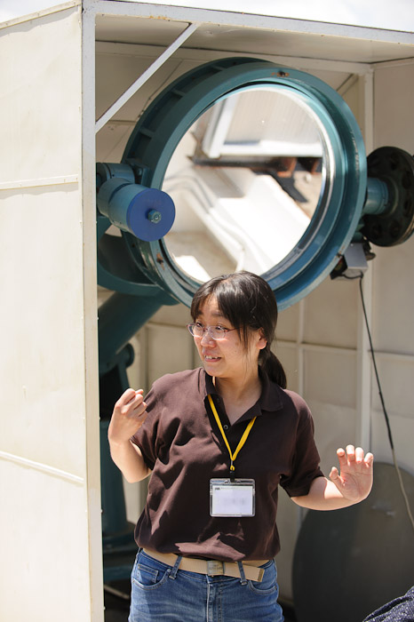 Secondary Mirror being explained  --  Kyoto University Kwasan Observatory (京都大学 花山天文台)  --  Kyoto, Japan  --  Copyright 2012 Jeffrey Friedl, http://regex.info/blog/