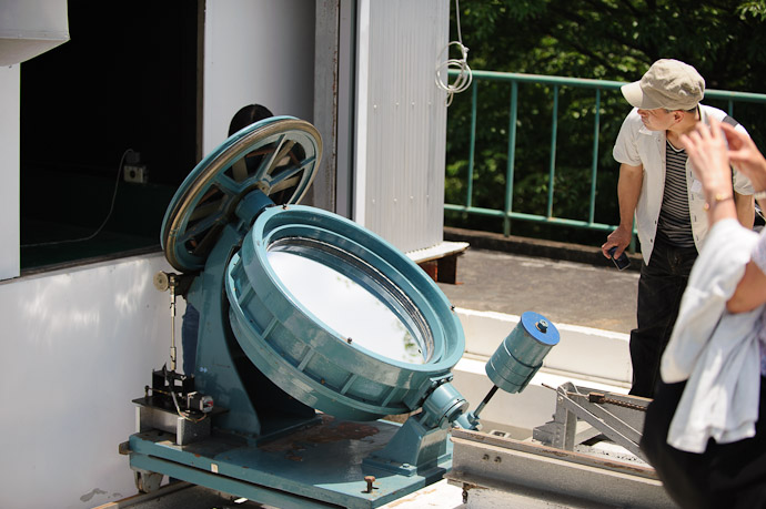 Primary Mirror of a complex walk-through solar telescope  --  Kyoto University Kwasan Observatory (京都大学 花山天文台)  --  Kyoto, Japan  --  Copyright 2012 Jeffrey Friedl, http://regex.info/blog/