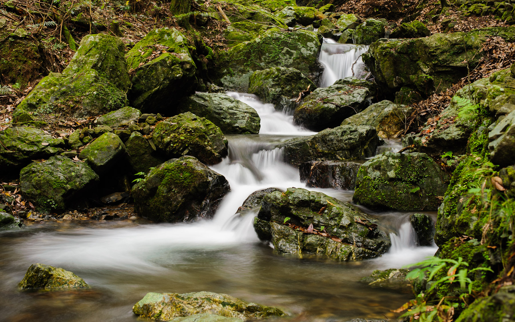 desktop background image of an okay stream/waterfall shot, from the  mountains of Kyoto