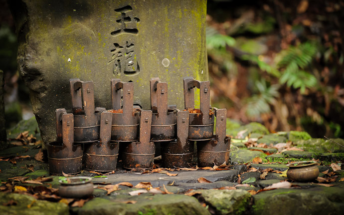 desktop background image of a small monument in the mountians of Kyoto Japan, on the path to the Kuuya-taki Waterfall (空也滝)  --  Buckets ( not pistons )  --  Kuuya-taki Waterfall (空也滝)  --  Copyright 2012 Jeffrey Friedl, http://regex.info/blog/