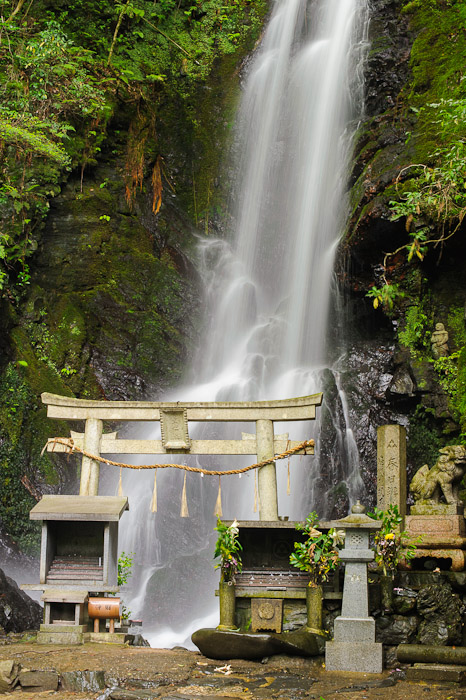 Not Too Bad  --  Kuuya-taki Waterfall (空也滝)  --  Kyoto, Japan  --  Copyright 2012 Jeffrey Friedl, http://regex.info/blog/