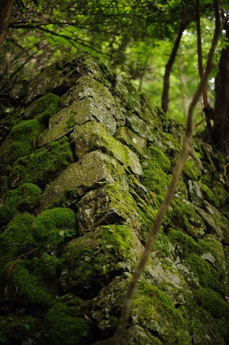 Crumbly  --  Kuuya-taki Waterfall (空也滝)  --  Kyoto, Japan  --  Copyright 2012 Jeffrey Friedl, http://regex.info/blog/
