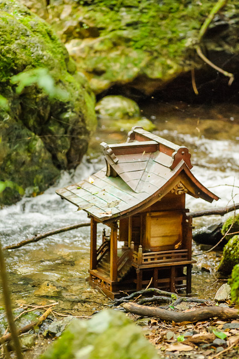 Super-Mini Shrine  --  Kuuya-taki Waterfall (空也滝)  --  Kyoto, Japan  --  Copyright 2012 Jeffrey Friedl, http://regex.info/blog/