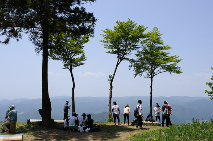 Scenic-View Picnic Area near the top of Mt. Hiei, Kyoto Japan 比叡山の山頂の近く -- Rest area near to of Mt. Hiei -- Copyright 2014 Jeffrey Friedl, http://regex.info/blog/ -- This photo is licensed to the public under the Creative Commons Attribution-NonCommercial 4.0 International License http://creativecommons.org/licenses/by-nc/4.0/ (non-commercial use is freely allowed if proper attribution is given, including a link back to this page on http://regex.info/ when used online)