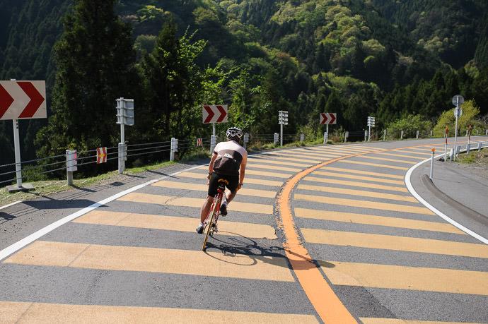 Taking it Easy 2:57pm - taken while moving at 38 kph (23 mph) -- Otsu, Shiga, Japan -- Copyright 2015 Jeffrey Friedl, http://regex.info/blog/