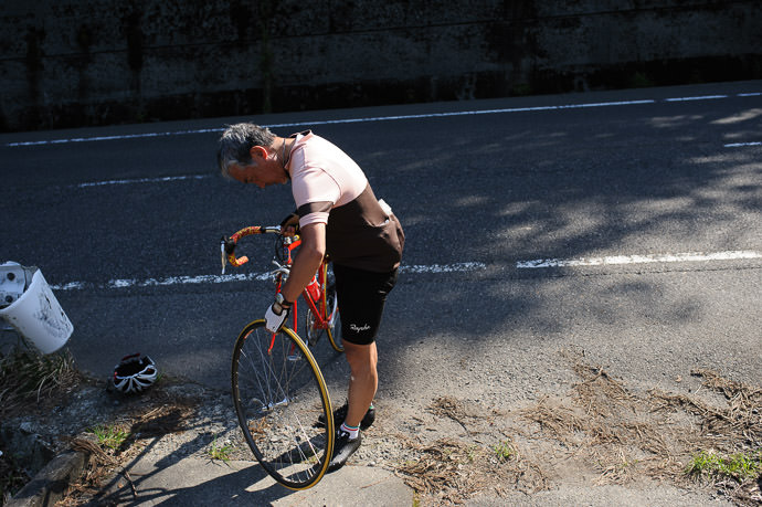 Tire Back On -- Otsu, Shiga, Japan -- Copyright 2015 Jeffrey Friedl, http://regex.info/blog/