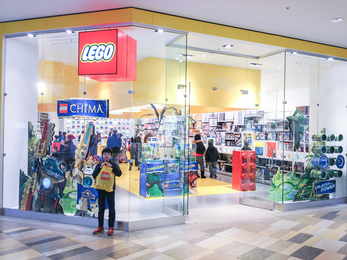 Purchases Complete!  --  LEGO Store  --  Beachwood, Ohio, United States  --  Copyright 2013 Jeffrey Friedl, http://regex.info/blog/