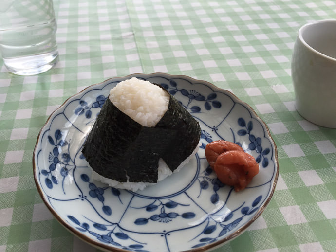 Rice Ball with umeboshi -- Cowbell -- Kyoto, Japan -- Copyright 2015 Jeffrey Friedl, http://regex.info/blog/