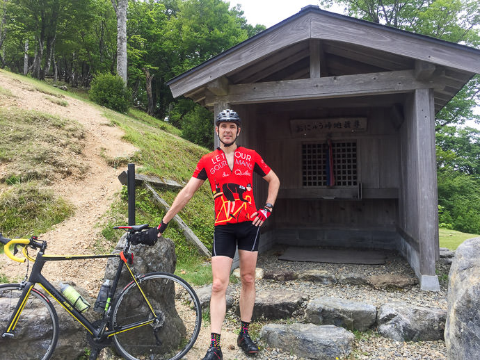 Yesterday, at Onyu Pass after 66km or riding, 1,650m of climb, and one flat tire おにゅう峠。そこまではパンク一つ 、距離 66km 、獲得高度 1,650m -- Obama, Fukui, Japan -- Copyright 2016 Jeffrey Friedl, http://regex.info/blog/