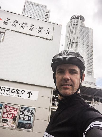 Nagoya-Station Selfie -- Nagoya Station (名古屋駅) -- Nagoya, Aichi, Japan -- Copyright 2016 Jeffrey Friedl, http://regex.info/blog/