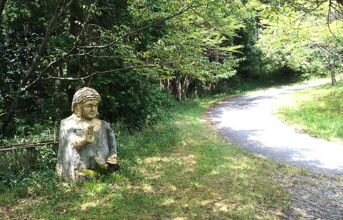 "Big Buddha I realized then that this was the difficult "" Buddha road "" I'd heard about -- Otsu, Shiga, Japan -- Copyright 2016 Jeffrey Friedl, http://regex.info/blog/"
