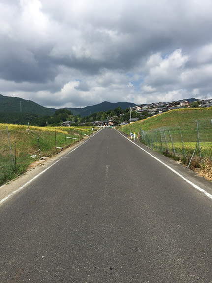 Heading Toward The Mountains -- Otsu, Shiga, Japan -- Copyright 2016 Jeffrey Friedl, http://regex.info/blog/