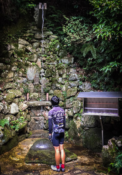 Waterfall under which devotions are performed -- Ushio Kannon Temple (牛尾観音) -- Kyoto, Japan -- Copyright 2016 Jeffrey Friedl, http://regex.info/blog/