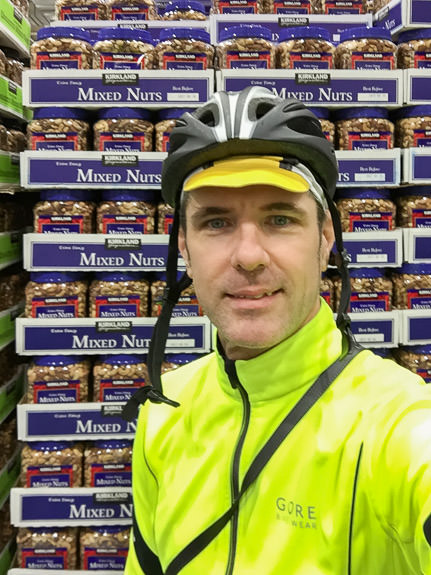 I Must Be Nuts shopping trip to Costco by bicycle -- Costco Yawata (コストコ八幡) -- Yawata, Kyoto, Japan -- Copyright 2017 Jeffrey Friedl, http://regex.info/blog/