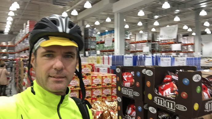 Testing my Will Power -- Costco Yawata (コストコ八幡) -- Yawata, Kyoto, Japan -- Copyright 2017 Jeffrey Friedl, http://regex.info/blog/