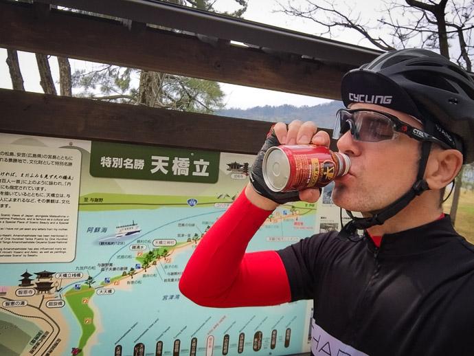 Coffee Photo Op 3:08 PM (from start: 7h 9m / 148 km / 92.0 miles) -- Amanohashidate (天橋立) -- Miyazu, Kyoto, Japan -- Copyright 2017 Jeffrey Friedl, http://regex.info/blog/