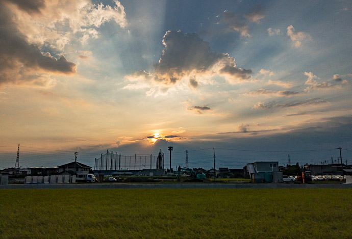 Sun Peeks Out 6am -- Toyama, Japan -- Copyright 2018 Jeffrey Friedl, http://regex.info/blog/