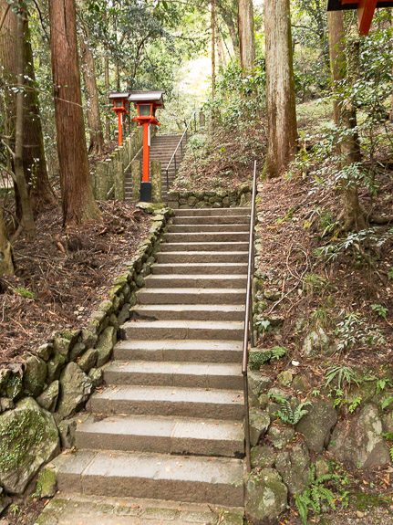 Theme For the Day lots of steps -- Kurama Temple (鞍馬寺) -- Kyoto, Japan -- Copyright 2017 Jeffrey Friedl, http://regex.info/blog/