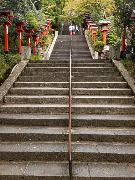 Oh Hey, Steps! -- Kurama Temple (鞍馬寺) -- Kyoto, Japan -- Copyright 2017 Jeffrey Friedl, http://regex.info/blog/