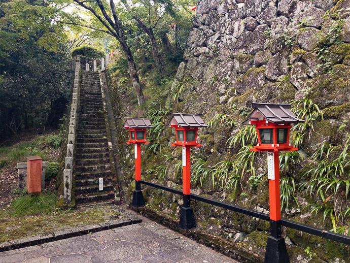 Old Staircase -- Kurama Temple (鞍馬寺) -- Kyoto, Japan -- Copyright 2017 Jeffrey Friedl, http://regex.info/blog/
