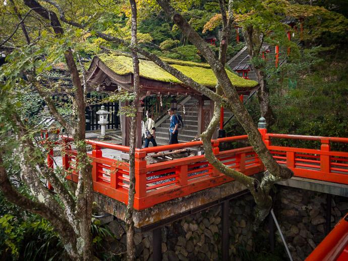 Side View of he landing seen in the previous photo -- Kurama Temple (鞍馬寺) -- Kyoto, Japan -- Copyright 2017 Jeffrey Friedl, http://regex.info/blog/