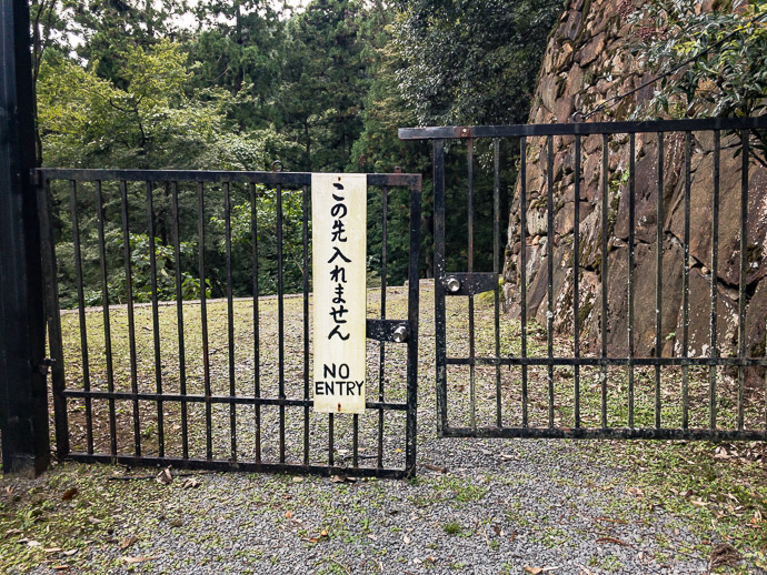 Disconnect it makes you wonder whether the two sides had ever been level with each other -- Kurama Temple (鞍馬寺) -- Kyoto, Japan -- Copyright 2017 Jeffrey Friedl, http://regex.info/blog/