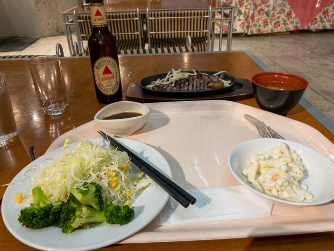 Dinner APA Hotel (アパホテル) -- APA Hotel (アパホテル) -- Toyama, Japan -- Copyright 2018 Jeffrey Friedl, http://regex.info/blog/
