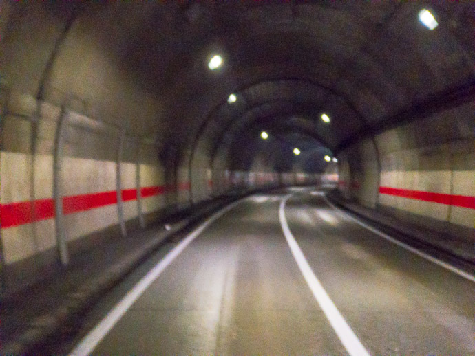 One of Several long tunnels -- Takayama, Gifu, Japan -- Copyright 2018 Jeffrey Friedl, http://regex.info/blog/