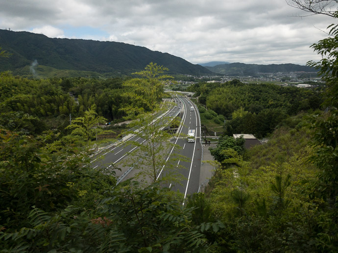 Goes Way Above the Expressway -- Kyoto, Japan -- Copyright 2017 Jeffrey Friedl, http://regex.info/blog/