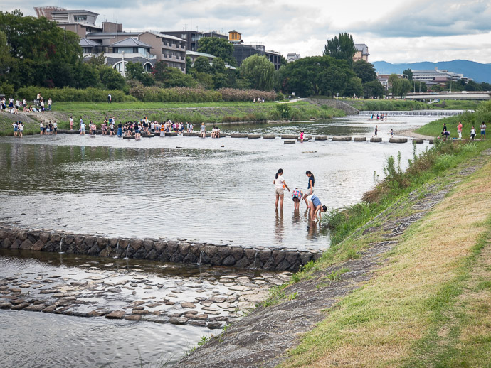 Kids Cooling Off in the River a few minutes from home -- Nijo Bridge -- Kyoto, Japan -- Copyright 2017 Jeffrey Friedl, http://regex.info/blog/