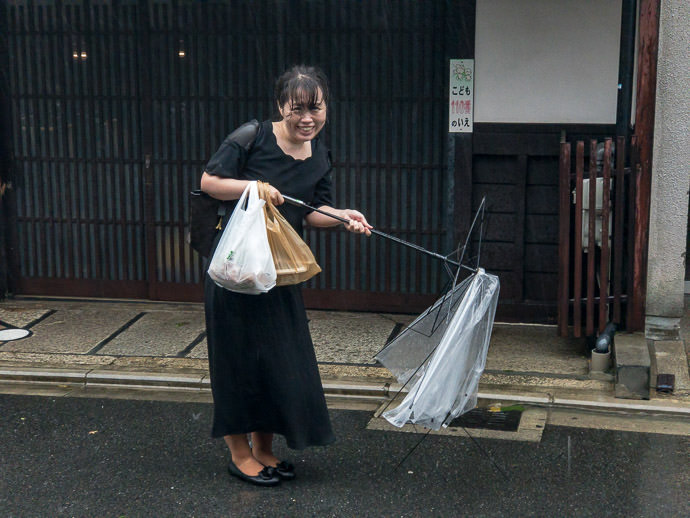 Perhaps Not So Fun For Her she was getting soaked to the bone just like we were, but unlike us, she didn't do it on purpose -- Kyoto, Japan -- Copyright 2018 Jeffrey Friedl, http://regex.info/blog/