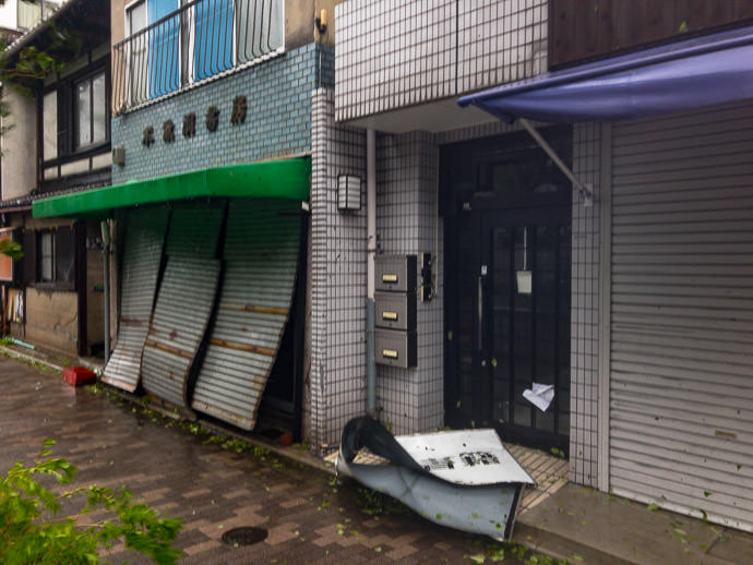 The Kind of Sheet Metal I Was Worried About as the metal shutters flapped in the gusts -- ディアクレスト京大熊野 -- Kyoto, Japan -- Copyright 2018 Jeffrey Friedl, http://regex.info/blog/