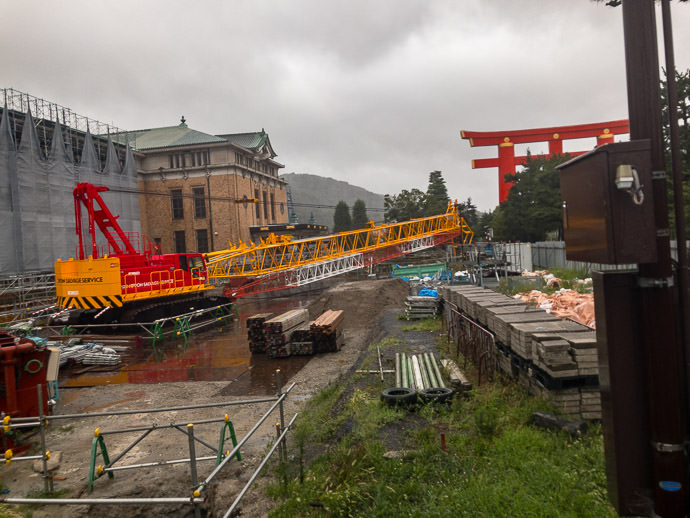 Proper Preparation That crane has been in use for a year, now tucked away safely for the storm -- Kyoto, Japan -- Copyright 2018 Jeffrey Friedl, http://regex.info/blog/