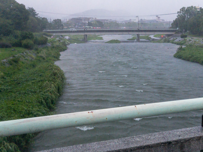 River with Waves the waves were against the flow of the river -- Aoibashi -- Kyoto, Japan -- Copyright 2018 Jeffrey Friedl, http://regex.info/blog/
