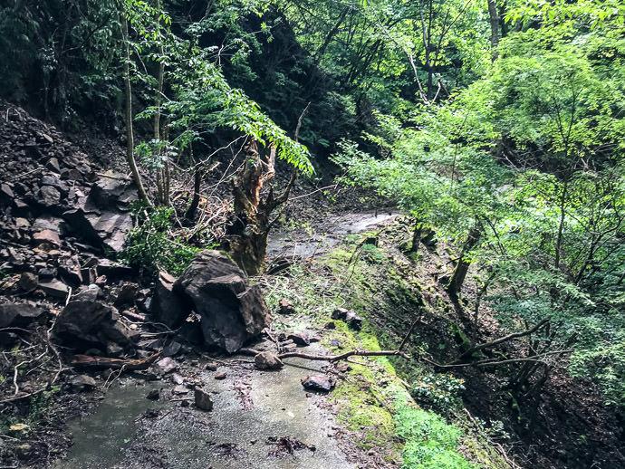 Mini Landslide -- Kyoto, Japan -- Copyright 2021 Jeffrey Friedl, http://regex.info/blog/